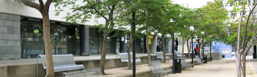 Exterior de la Biblioteca de Ciencias de la Educación y de Humanidades