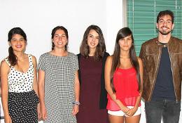 Fotografía de grupo de las cinco personas ganadadoras del Premio de Relato Corto