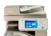 Vista frontal de una máquina impresora-escaneadora-fotocopiadora, con el panel de control en primer plano