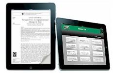 Vista de dos tabletas electrónicas, una izquierda en posición vertical con la vista de un artículo y otra derecha en posición horizontal con la vista de un menú bajo una cabecera verde con el logo de Emerald