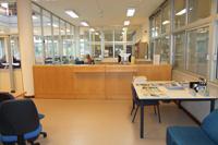 Mostrador de préstamo de la Biblioteca de Arquitectura