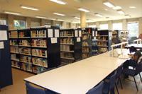 Estanterías de la Biblioteca de Arquitectura