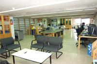 Interior de la Biblioteca de Economía, Empresa y Turismo