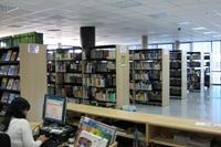 Interior de la Biblioteca de Educación Física