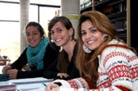 Estudiantes en la Biblioteca de Educación Física