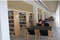 Foto del interior de la Biblioteca de Ciencias de la Salud