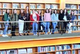 Alumnas del instituto Gran Tarajal visitan la Biblioteca Universitaria